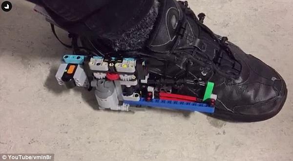 厉害了!丹麦设计师仿制耐克自系鞋带跑鞋
